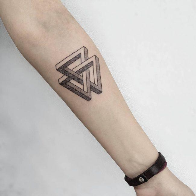 Geliefde De allermooiste driehoek tattoos (en hun betekenis) - One Hand in &CT51
