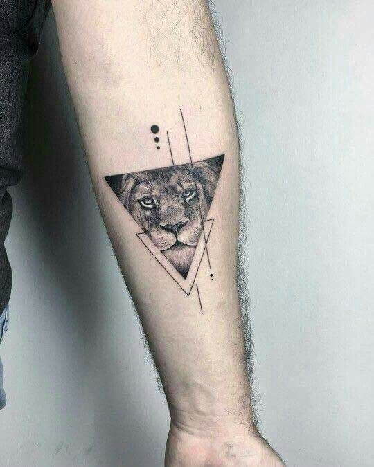 Geliefde De allermooiste driehoek tattoos (en hun betekenis) - One Hand in &VU34