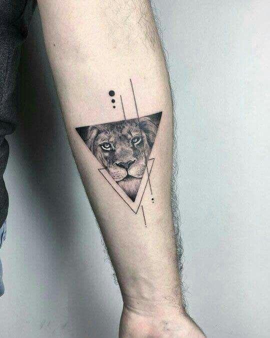 driehoek tattoo leeuw