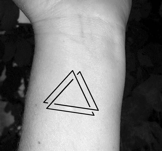 dubbele driehoek tattoo