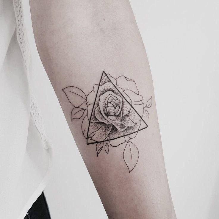 driehoek tattoos met rozen