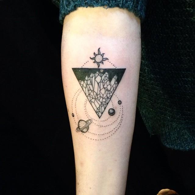 Top De allermooiste driehoek tattoos (en hun betekenis) - One Hand in @VL08