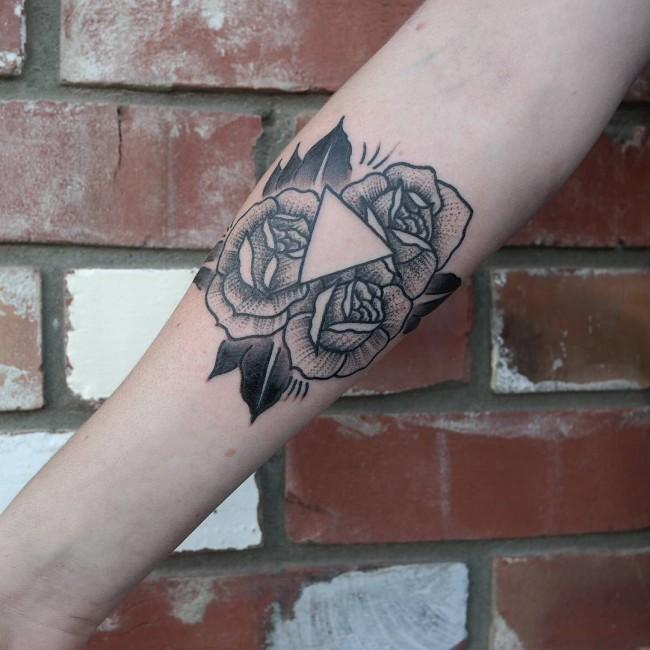 open driehoek tattoo