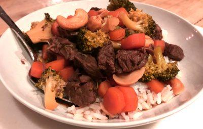 rundvlees met broccoli en cashewnoten klaar