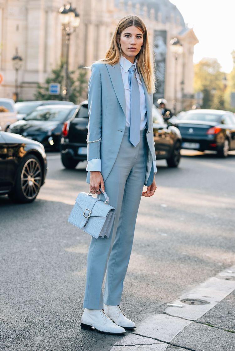 lichtblauw pak