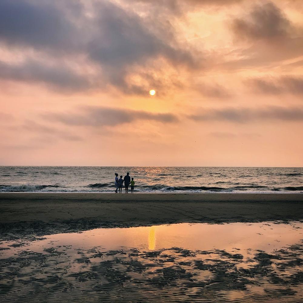 zonsondergang bij ons strandhuis